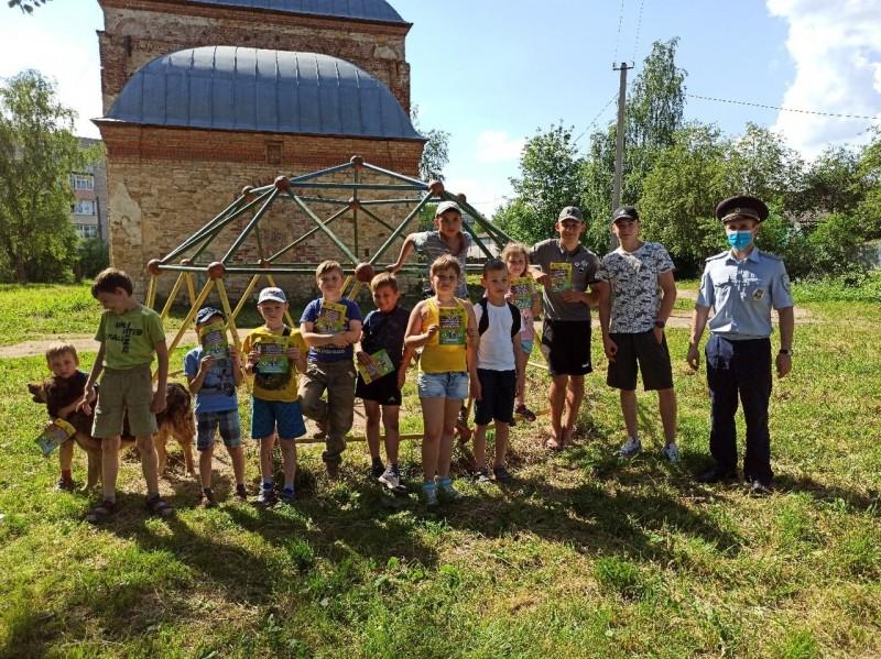 В Торжке прошла акцию «Безопасные каникулы».