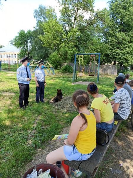 В Тверской области полицейские и представители Общественности встретились со школьниками