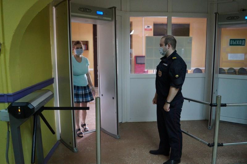 Тверские полицейские обеспечивают правопорядок и безопасность во время проведения общероссийского голосования