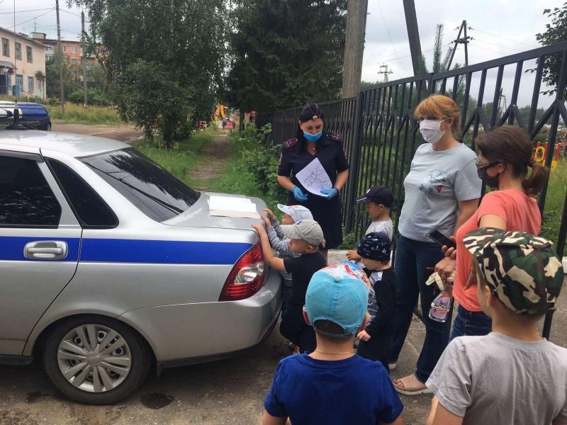 Сотрудники полиции и общественники Калининского района провели «Урок безопасности дорожного движения» в детском саду
