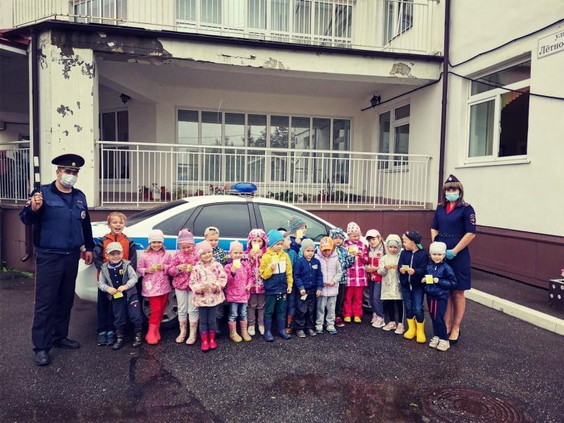 В Твери полицейские провели урок по дорожной грамотности для дошкольников
