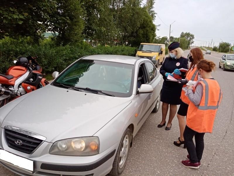 В Удомле сотрудники Госавтоинспекции совместно с представителями «Мотообъединения Удомля» провели акцию «Внимание мотоциклист!»