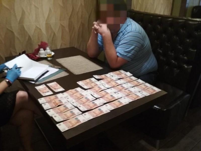 В Тверской области сотрудники полиции выявили факт получения незаконного денежного вознаграждения бывшим директором образовательного учреждения