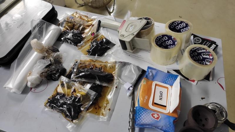 В Твери полицейские задержали подозреваемого в производстве и сбыте «снюсов»