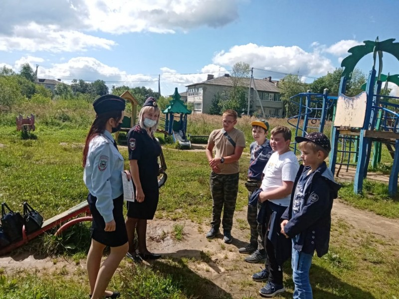 В Калининском районе полицейские и общественники проводят мероприятия в рамках Всероссийской акции «Каникулы с Общественным советом»