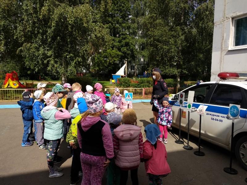Госавтоинспекция города Твери провела занятие по ПДД в детском саду