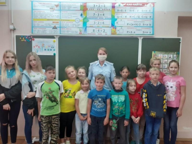 В Твери инспекторы ПДН совместно с общественниками провели беседу со школьниками на тему профилактики детского травматизма