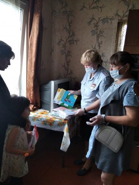 В Тверской области инспекторы ПДН совместно с общественниками провели акцию «Помоги пойти учиться» и профилактические беседы