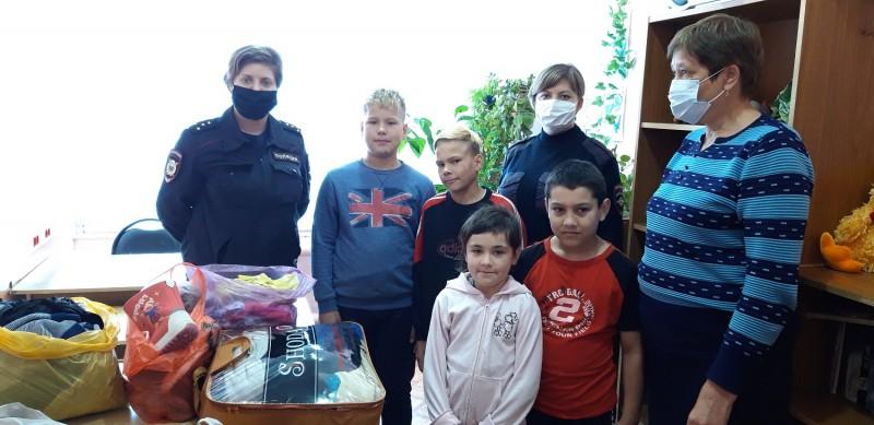 В Тверской области полицейские и общественники продолжают оказывать помощь малообеспеченным семьям