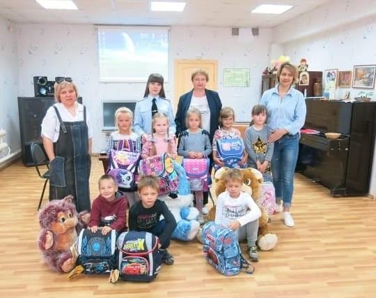 В рамках Всероссийской акции «Помоги пойти учиться» полицейские в Тверской области оказывают помощь детям и семьям, находящимся в трудной жизненной ситуации