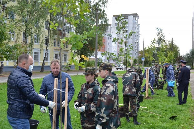 В Твери полицейские присоединились ко Всероссийской акции «Лес Победы»