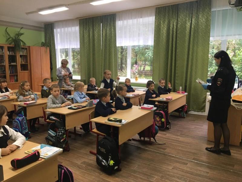В Тверской области госавтоинспекторы провели для школьников тематические уроки по ПДД