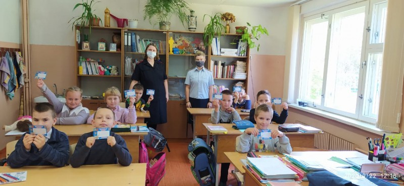 В Тверской области инспекторы ПДН совместно с членом Общественного совета провели беседу с детьми на тему профилактики детского травматизма