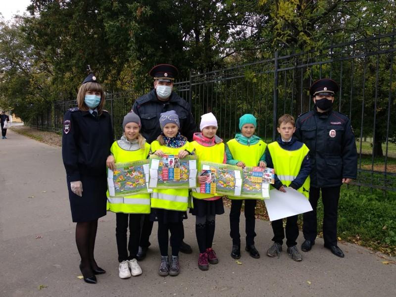 Госавтоинспекция города Твери совместно со школьниками провела акцию «Письмо водителю»
