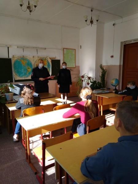 Полицейские Удомельского района провели открытые уроки в сельских школах