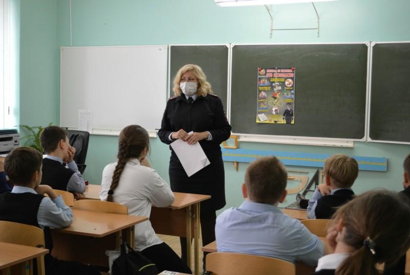 В Тверской области Госавтоинспекция продолжает проводить уроки дорожной безопасности с учащимися школ