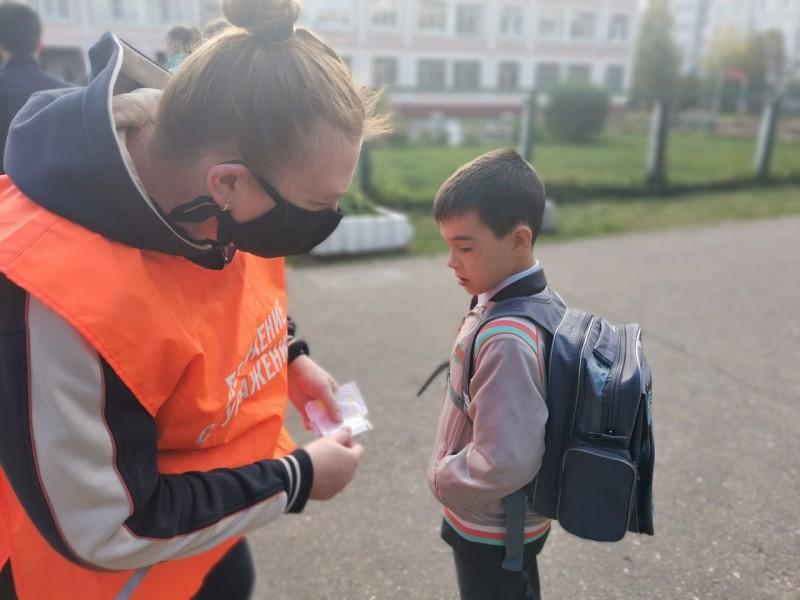 Тверские автоинспекторы проконтролировали, как дети и их родители соблюдают правила дорожного движения по пути в школу