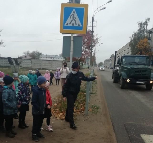 В Тверской области Автоинспекторы провели для первоклассников мероприятие «Безопасный путь домой»
