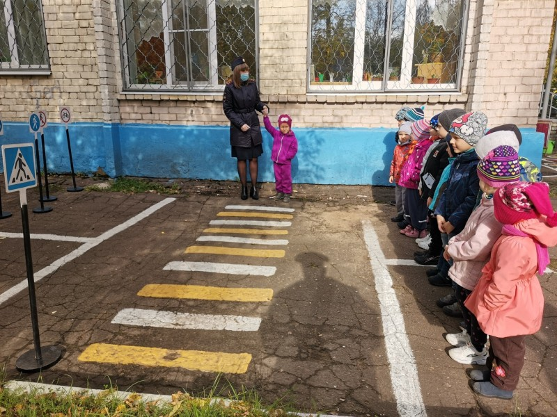 В Твери сотрудники ГИБДД провели обучающее занятие в детском саду