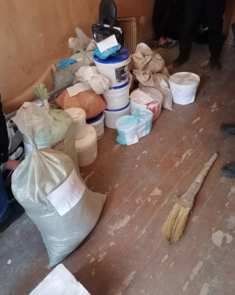 В Калининском районе полицейские задержали подозреваемого в хранении растительных наркотиков
