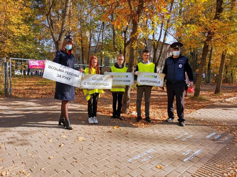 Тверские Госавтоинспекторы совместно со школьниками провели акцию «Трафареты дорожной безопасности»