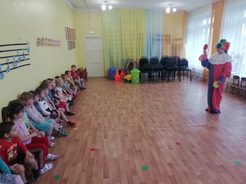 В Тверской области сотрудники Госавтоинспекции провели с воспитанниками детского сада обучающее занятие по Правилам дорожного движения