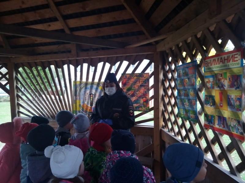 Западнодвинские автоинспекторы провели для малышей из детских садов «Уроки безопасности»