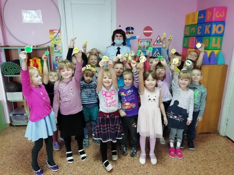 Сотрудники ГИБДД Западной Двины провели обучающее занятие в детском саду