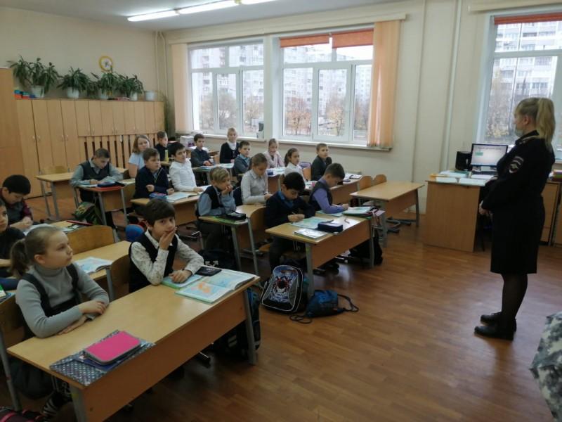 В Тверской области полицейские и члены Общественного совета рассказали школьникам о вреде употребления наркотиков