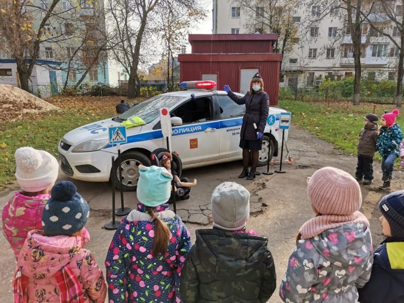 Тверские автоинспекторы провели мероприятие «Азбука безопасности» для ребят из детского сада