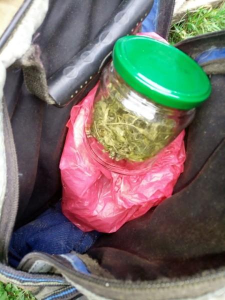 В Западнодвинском районе полицейские задержали подозреваемого в незаконном хранении наркотиков