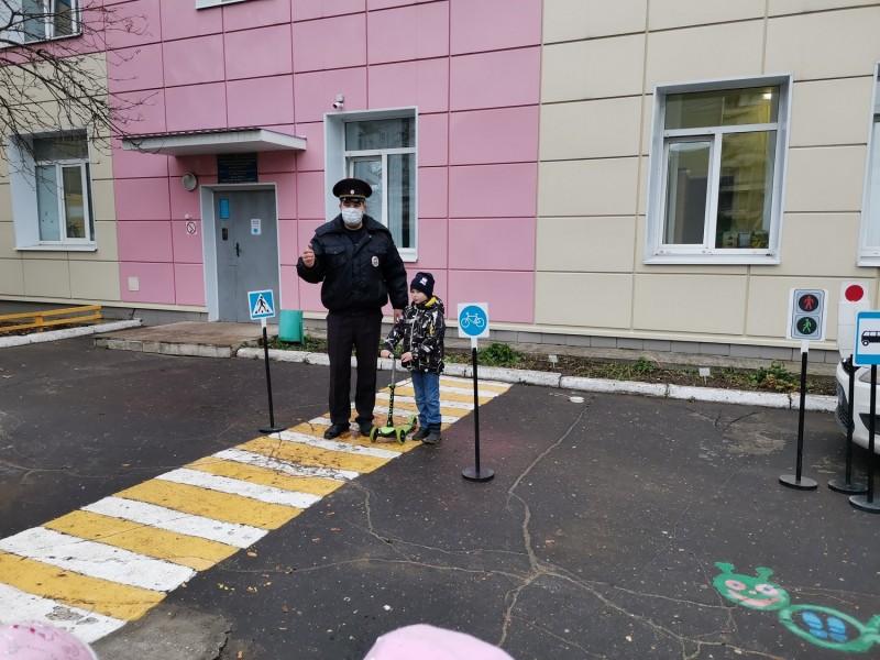 Сотрудники Госавтоинспекции провели урок безопасности в детском саду