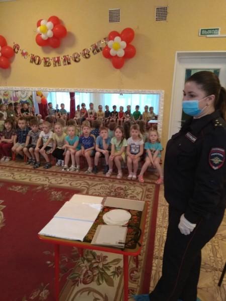 Госавтоинспекция города Кимры продолжает знакомить дошколят с Правилами дорожного движения