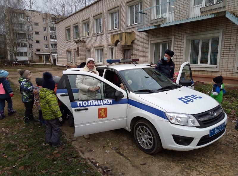 Полицейские Ржевского района провели для дошкольников мероприятие «Профессия - инспектор ГИБДД»