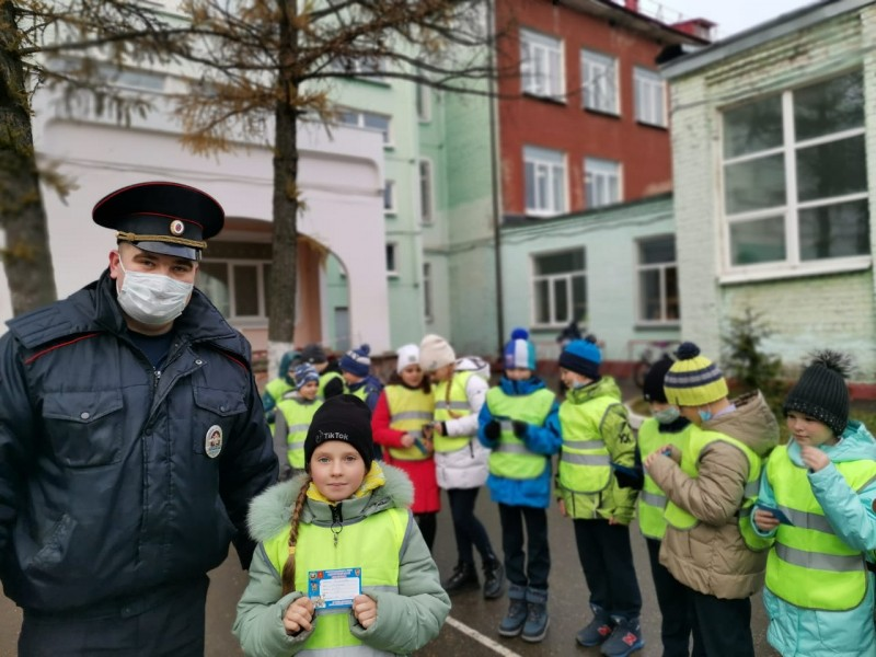 Сотрудники Госавтоинспекции провели акцию «Мой безопасный маршрут» для учеников школы № 34 города Твери