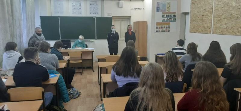 В Твери сотрудники полиции проводят мероприятия в рамках Всемирного дня правовой помощи детям