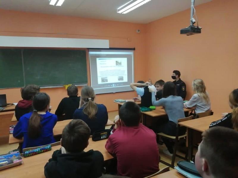 Общественники и полицейские Тверской области напомнили школьникам об административной и уголовной ответственности