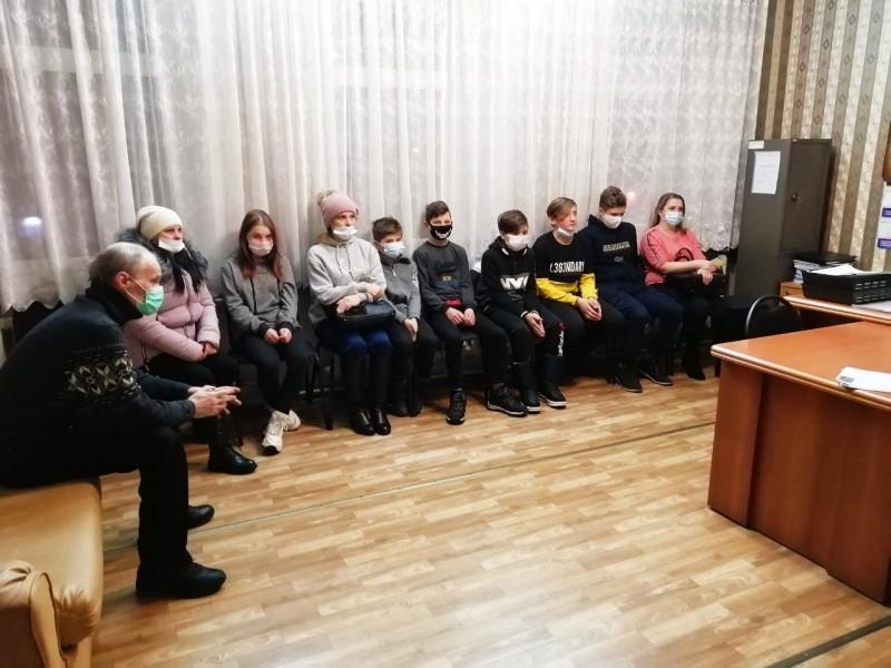 В Тверской области полицейские и члены Общественного совета при МО МВД «Краснохолмский» провели профилактические беседы со школьниками и их родителями