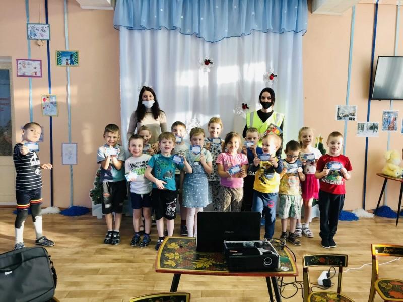 Автоинспекторы Лихославльского района провели урок по безопасности дорожного движения в детском саду