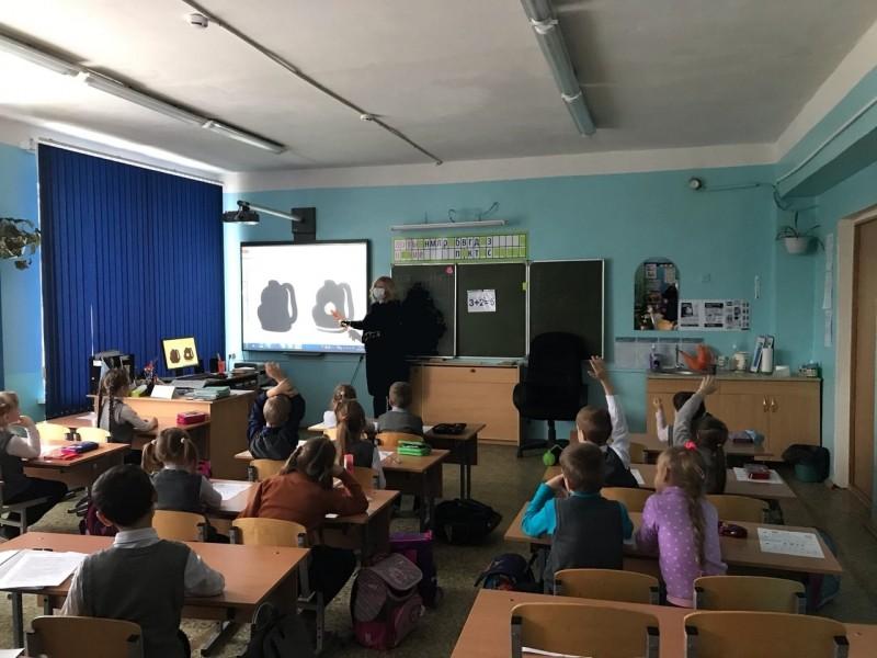 Сотрудники Удомельской Госавтоинспекции провели для школьников занятия «Чем ярче, тем безопаснее»