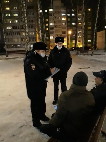 В Твери сотрудники полиции совместно с представителями администрации провели профилактические беседы с несовершеннолетними и их родителями