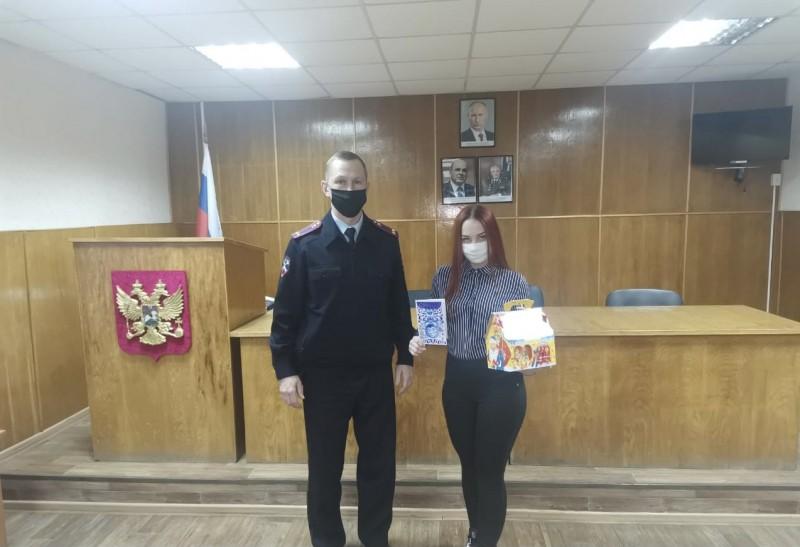 Полицейские Бежецкого района поздравили с наступающим Новым годом дочь коллеги, погибшего при исполнении служебных обязанностей