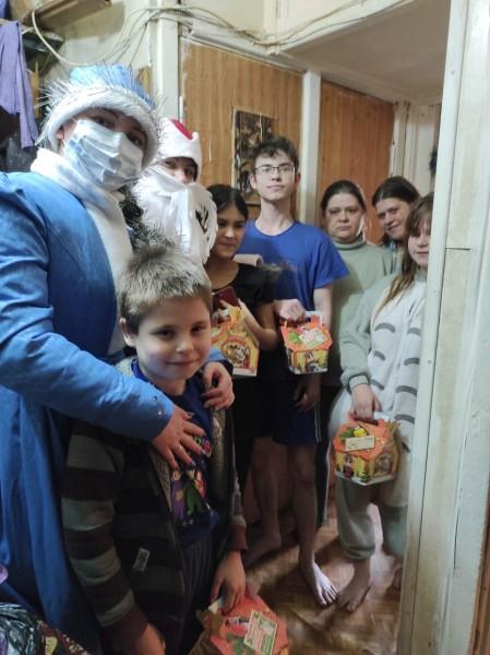 В Твери Полицейский Дед Мороз поздравил детей с Новым годом!