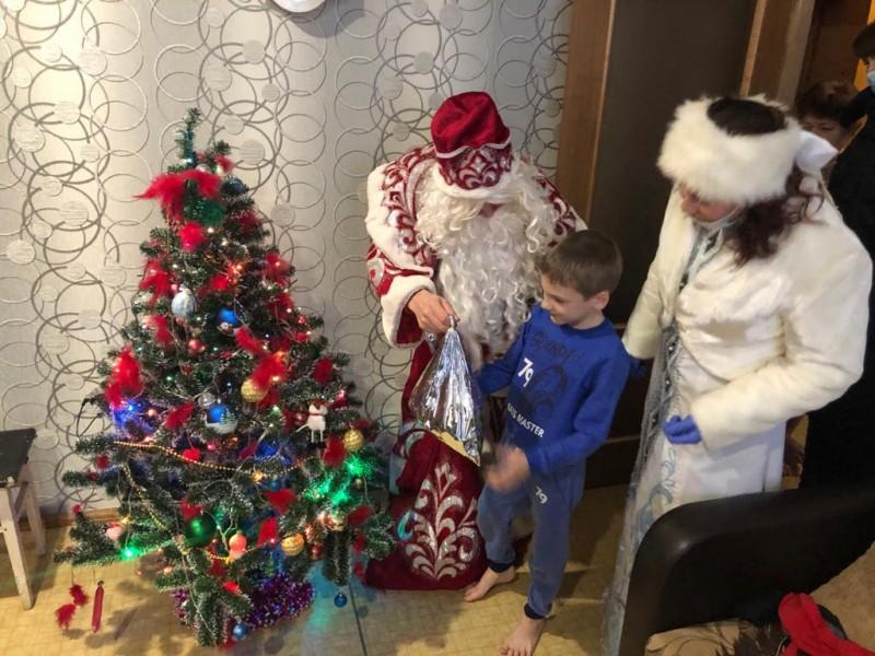 Полиция Конаковского района и общественники поздравили детей с Новым годом