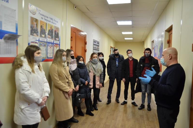 Сотрудники полиции в Тверской области в рамках акции «Студенческий десант» познакомили студентов-юристов со спецификой службы в органах внутренних дел