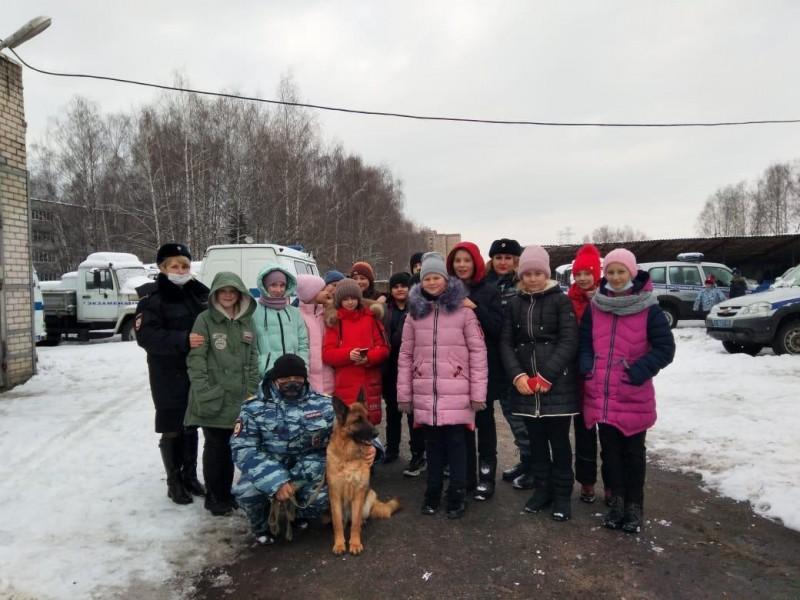 В Тверской области полицейские и общественники встретились с учащимися средней школы