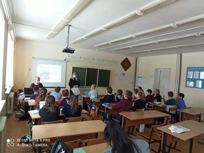 В Тверской области полицейские и общественники провели для школьников профилактическую беседу