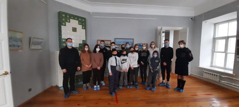 Торжокские полицейские совместно с подростками посетили Всероссийский историко-этнографический музей