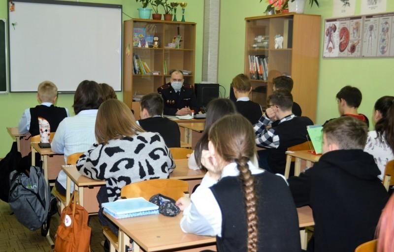 В школах Тверской области полицейские и общественники провели акцию «Урок мужества и правопорядка»