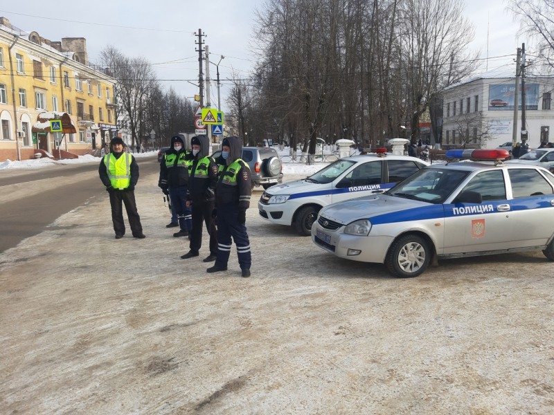 Совместно с автоинспекторами на дороги города Бологое вышел «Ветеранский десант»